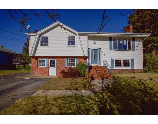 واحد منزل الأسرة للـ Sale في 8 Campeau Street 8 Campeau Street Woonsocket, Rhode Island 02895 United States