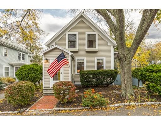 واحد منزل الأسرة للـ Sale في 103 Burrill Street 103 Burrill Street Swampscott, Massachusetts 01907 United States