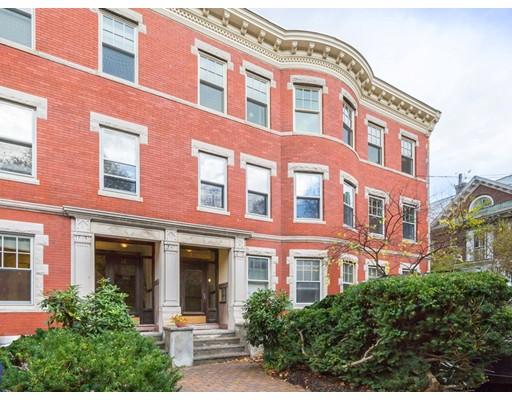 شقة بعمارة للـ Sale في 14 Colbourne Crescent 14 Colbourne Crescent Brookline, Massachusetts 02445 United States