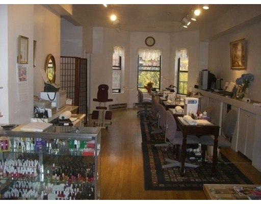 Commercial for Sale at 77777 Busy Street 77777 Busy Street Boston, Massachusetts 02116 United States