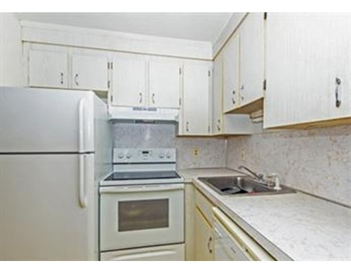 شقة للـ Rent في 84 Pleasant Street #11 84 Pleasant Street #11 Randolph, Massachusetts 02368 United States