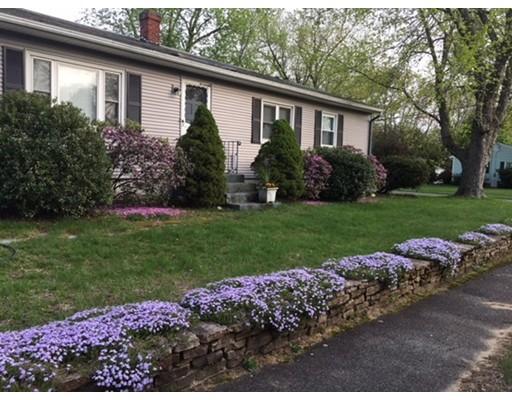 独户住宅 为 销售 在 6 Miller Avenue 6 Miller Avenue South Hadley, 马萨诸塞州 01075 美国