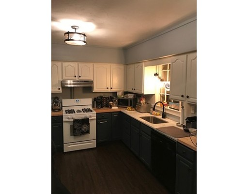 独户住宅 为 出租 在 49 Crescent Street Rockland, 02370 美国