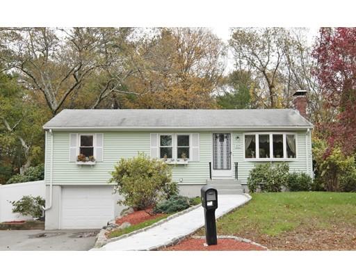 Частный односемейный дом для того Продажа на 229 Weymouth Street 229 Weymouth Street Holbrook, Массачусетс 02343 Соединенные Штаты