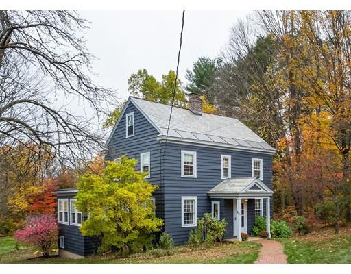 独户住宅 为 销售 在 70 Woodbridge Street 70 Woodbridge Street South Hadley, 马萨诸塞州 01075 美国