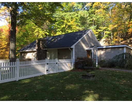 Частный односемейный дом для того Аренда на 133 Centre Street 133 Centre Street Dover, Массачусетс 02030 Соединенные Штаты