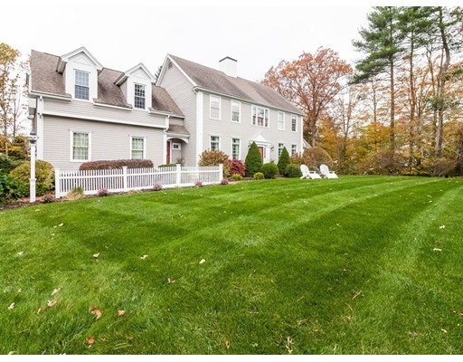 Single Family Home for Sale at 7 Gardner Way 7 Gardner Way Hanover, Massachusetts 02339 United States