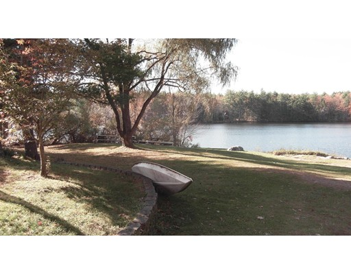 Casa Unifamiliar por un Venta en 439 So. Baboosic Lake Road 439 So. Baboosic Lake Road Merrimack, Nueva Hampshire 03054 Estados Unidos