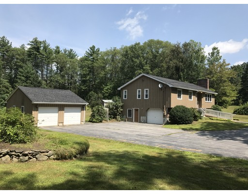 واحد منزل الأسرة للـ Sale في 112 Hilldale Avenue 112 Hilldale Avenue South Hampton, New Hampshire 03827 United States
