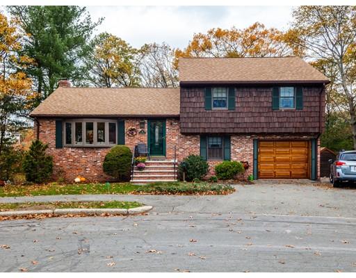 独户住宅 为 销售 在 13 Lantern Lane 13 Lantern Lane 韦克菲尔德, 马萨诸塞州 01880 美国