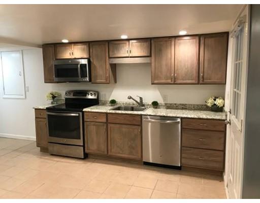 Casa Unifamiliar por un Alquiler en 290 Albion Street 290 Albion Street Wakefield, Massachusetts 01880 Estados Unidos