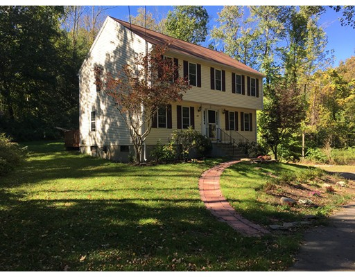 واحد منزل الأسرة للـ Sale في 28 Old Worcester Road 28 Old Worcester Road Charlton, Massachusetts 01507 United States