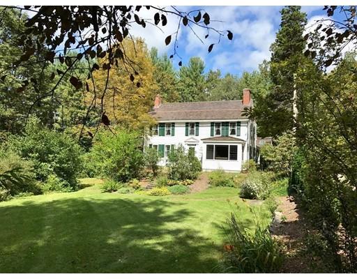 Maison unifamiliale pour l Vente à 131 Shutesbury Road 131 Shutesbury Road Leverett, Massachusetts 01054 États-Unis