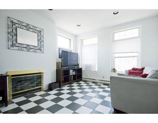 Частный односемейный дом для того Аренда на 1915 Beacon 1915 Beacon Brookline, Массачусетс 02445 Соединенные Штаты
