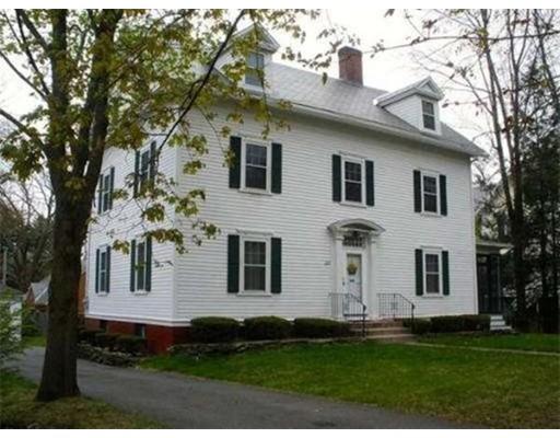 独户住宅 为 销售 在 337 Elm Street 337 Elm Street Northampton, 马萨诸塞州 01060 美国