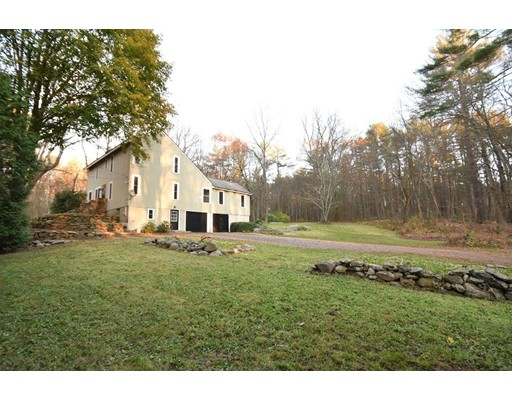 独户住宅 为 销售 在 89 Hopkinton Road 89 Hopkinton Road 厄普顿, 马萨诸塞州 01568 美国