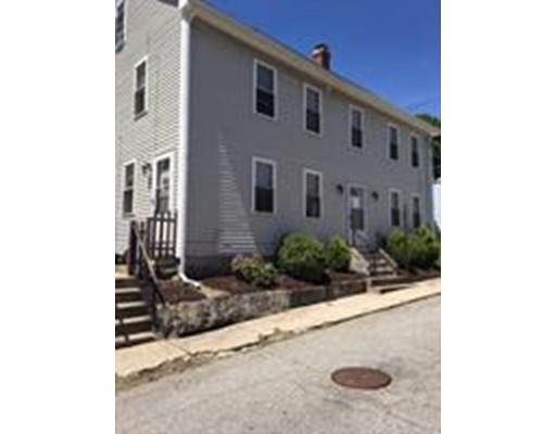 تاون هاوس للـ Rent في 215 Main St #2 215 Main St #2 Blackstone, Massachusetts 01504 United States