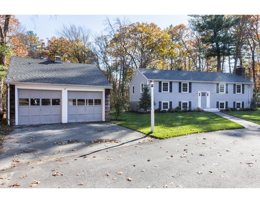 Single Family Home for Sale at 11 Oak Drive Topsfield, 01983 United States