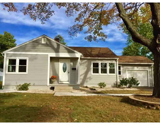واحد منزل الأسرة للـ Sale في 15 Philip Street 15 Philip Street Ludlow, Massachusetts 01056 United States