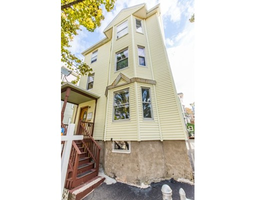 Vivienda multifamiliar por un Venta en 3266 Washington Street 3266 Washington Street Boston, Massachusetts 02130 Estados Unidos