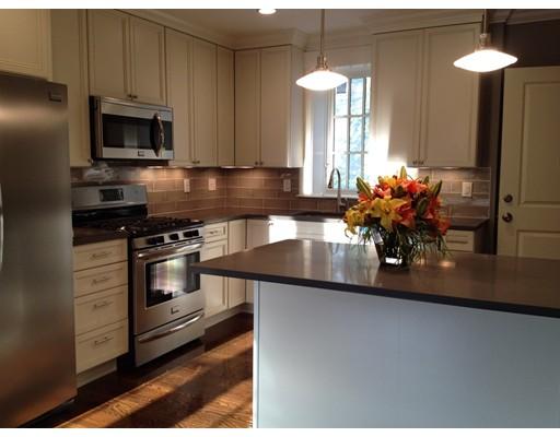 Appartement en copropriété pour l à louer à 384 Langley Road #2 384 Langley Road #2 Newton, Massachusetts 02459 États-Unis