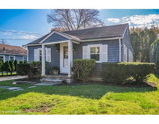 Single Family Home for Sale at 81 William Street 81 William Street Dartmouth, Massachusetts 02748 United States