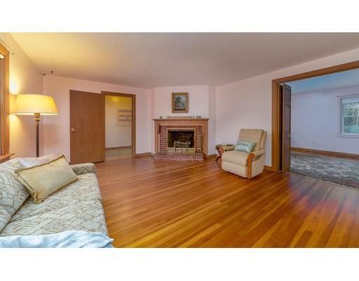 独户住宅 为 销售 在 34 Forest Street 34 Forest Street Norwell, 马萨诸塞州 02061 美国