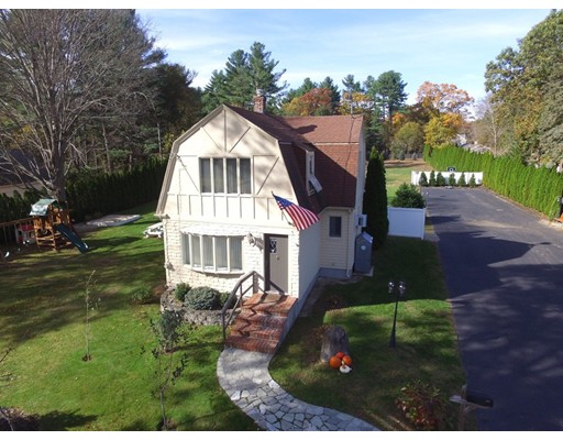 Picture 2 of 816 Main St  Lynnfield Ma 3 Bedroom Single Family