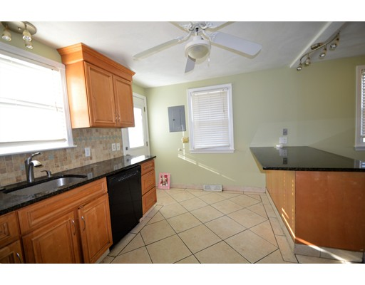 Single Family Home for Rent at 31 moreland 31 moreland Dedham, Massachusetts 02026 United States