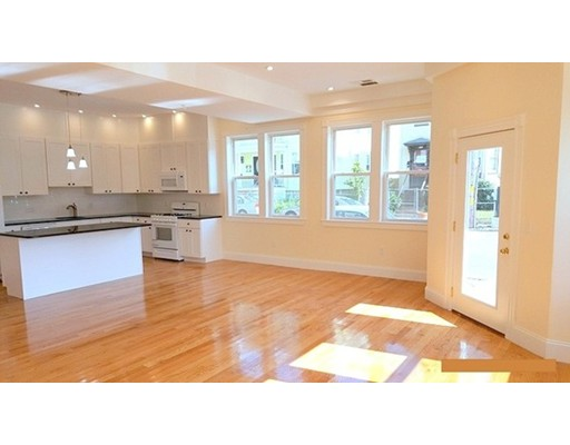 公寓 为 出租 在 42 Sherman Street #1 42 Sherman Street #1 坎布里奇, 马萨诸塞州 02140 美国