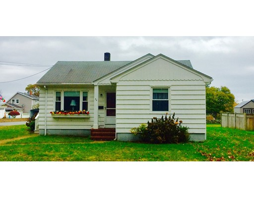 Single Family Home for Sale at 34 Wilbur Avenue 34 Wilbur Avenue Dartmouth, Massachusetts 02747 United States