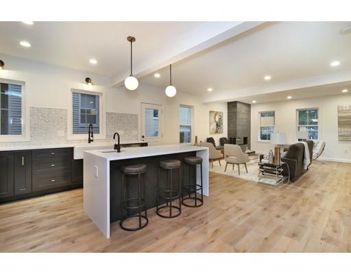 Casa Unifamiliar por un Venta en 82 Line 82 Line Somerville, Massachusetts 02143 Estados Unidos