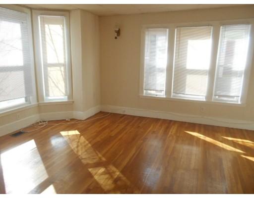 Casa unifamiliar adosada (Townhouse) por un Alquiler en 55 ROCKLAND #1 55 ROCKLAND #1 Malden, Massachusetts 02148 Estados Unidos