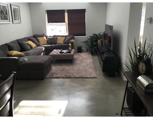 独户住宅 为 出租 在 1 Carver Street 伍斯特, 马萨诸塞州 01604 美国