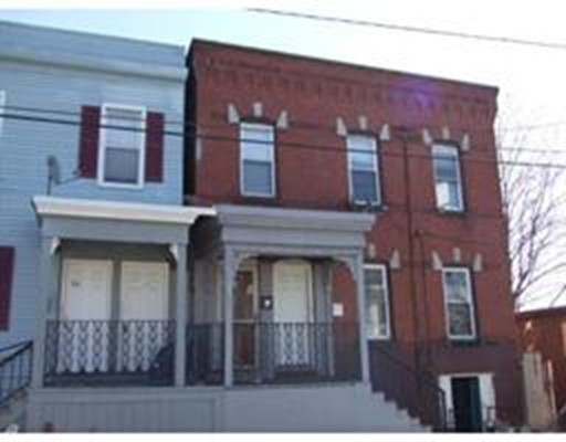 多户住宅 为 销售 在 130 Center Street 130 Center Street Holyoke, 马萨诸塞州 01040 美国