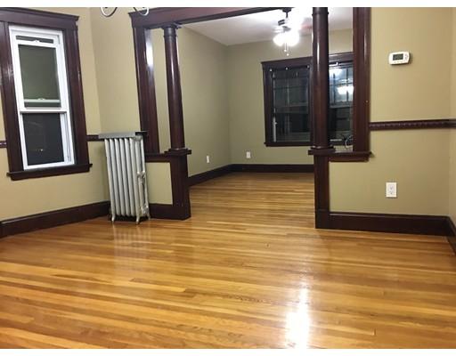 独户住宅 为 出租 在 49 Cabot Street Everett, 02149 美国