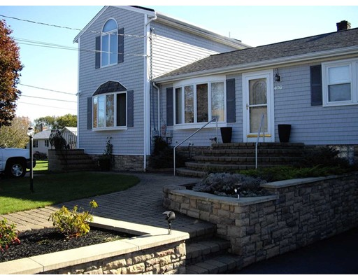 Single Family Home for Sale at 406 Cross Road 406 Cross Road Dartmouth, Massachusetts 02747 United States