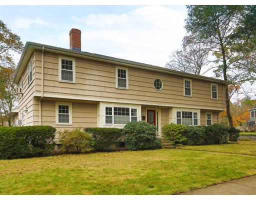 Частный односемейный дом для того Продажа на 15 MONTCLAIR Road 15 MONTCLAIR Road Newton, Массачусетс 02468 Соединенные Штаты