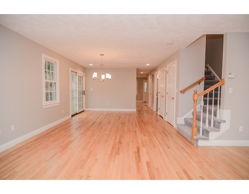 Additional photo for property listing at 10 Charnstaff Lane  Billerica, Massachusetts 01821 Estados Unidos