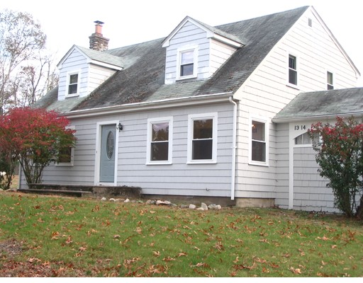 Single Family Home for Rent at 1314 Main Street Millis, 02054 United States