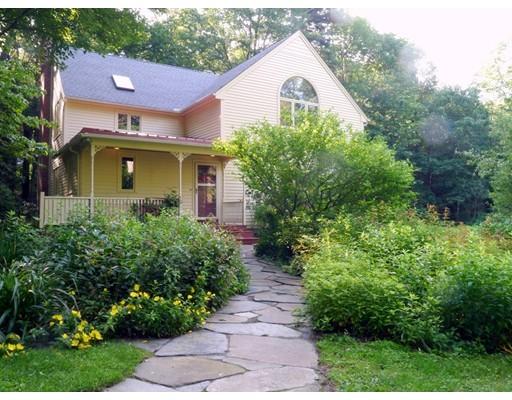 Casa Unifamiliar por un Venta en 204 W Pelham Road 204 W Pelham Road Shutesbury, Massachusetts 01072 Estados Unidos