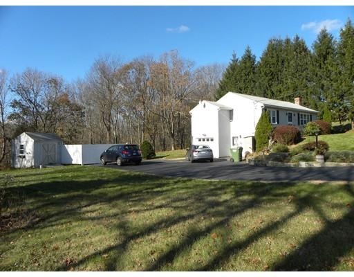 独户住宅 为 销售 在 51 J Davis Road 51 J Davis Road Charlton, 马萨诸塞州 01507 美国