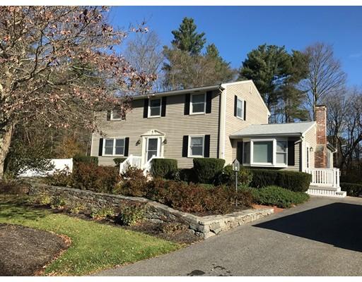 独户住宅 为 销售 在 39 Weonit Court 39 Weonit Court Raynham, 马萨诸塞州 02767 美国