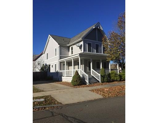 独户住宅 为 销售 在 365 Elm Street 365 Elm Street Holyoke, 马萨诸塞州 01040 美国