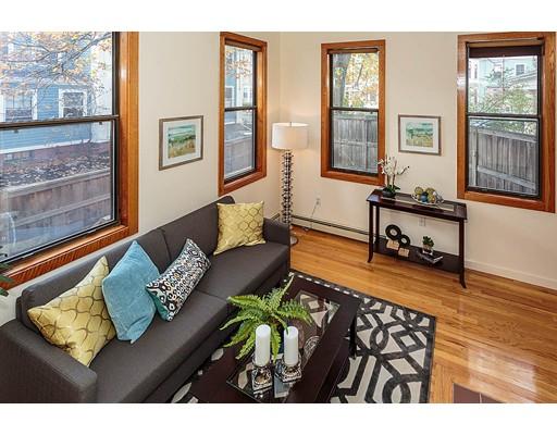 Condomínio para Venda às 110 Inman Street 110 Inman Street Cambridge, Massachusetts 02139 Estados Unidos