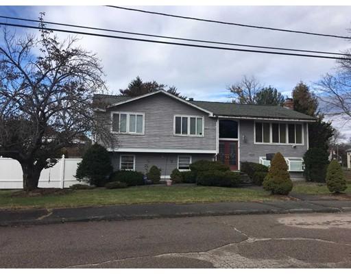 独户住宅 为 销售 在 7 Holly Lane 7 Holly Lane 伦道夫, 马萨诸塞州 02368 美国