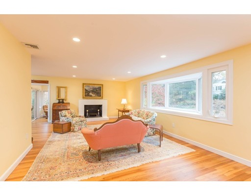 独户住宅 为 销售 在 159 Carlton Road 159 Carlton Road 牛顿, 马萨诸塞州 02468 美国