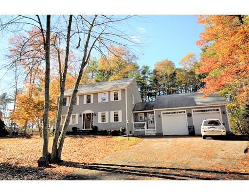 Single Family Home for Sale at 3 Jacquelines Place 3 Jacquelines Place East Bridgewater, Massachusetts 02333 United States