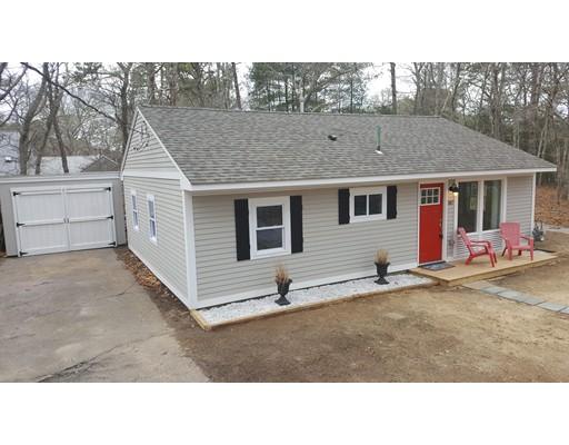 独户住宅 为 销售 在 387 Lake Elizabeth Drive 387 Lake Elizabeth Drive 巴恩斯特布, 马萨诸塞州 02632 美国