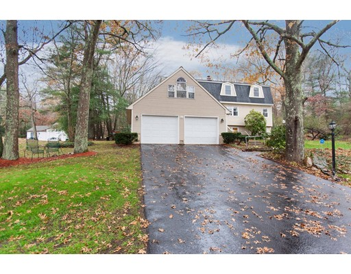 Single Family Home for Sale at 416 Farnum 416 Farnum Smithfield, Rhode Island 02917 United States